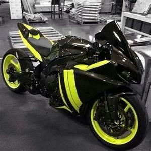 Awesome Yamaha R1 2015