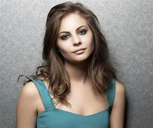 Willa Holland Biography - Facts, Childhood, Family Life ...