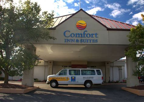 comfort inn airport comfort inn suites airport deals reviews