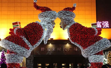 decorating ideas for christmas around the world from lights to zombies check out the decorations from around the world firstpost photo 1
