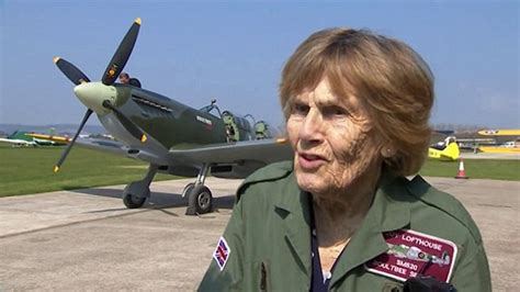 first woman to form australian women s pilot association ww2 spitfire pilot joy lofthouse dies aged 94 over 50s forum