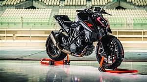 Duke 1290 R : the beast 2 0 ktm hones the super duke 1290r into something even more evil ~ Medecine-chirurgie-esthetiques.com Avis de Voitures
