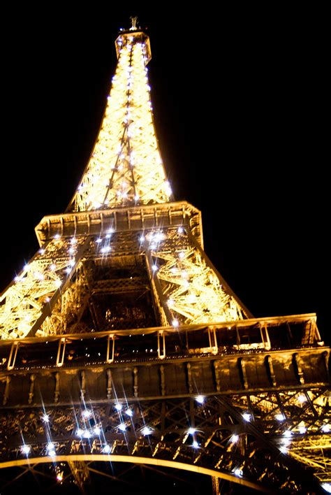 eiffel tower lights the eiffel tower light show a complete guide