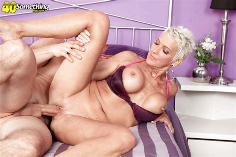 Busty Short Haired Mature Woman Lexy Cougar Sporting