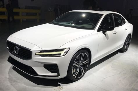 volvo  revealed pictures auto express