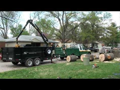 loading  large sweet gum tree trunk   grapple boom