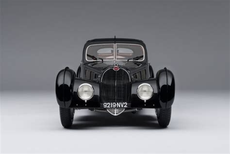 Unveiled at the 2019 geneva motor show it joins the divo as a derivative from (.) despite the unique bodywork and detailing, the la voiture noir remains a standard chiron under the hood, so performance is similar to the vehicle it. BUGATTI 57SC ATLANTIC (1936) 'LA VOITURE NOIRE' 1:8 - Eksklusive Modelbiler
