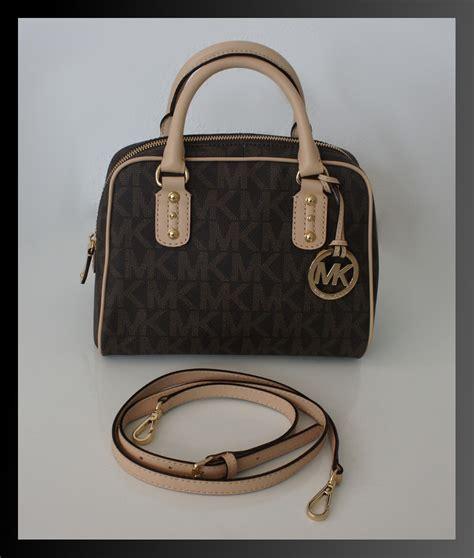 Besche Farbe by Michael Kors Tasche Signature Handtasche Zip Top Braun