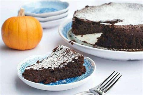 holiday pumpkin spice flourless chocolate cake recipe
