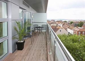 Balkon Holzboden Verlegen : holzboden f r den balkon so verlegen sie ihn richtig ~ Indierocktalk.com Haus und Dekorationen