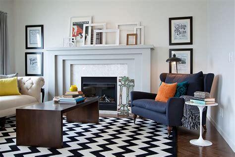 canapé lit chesterfield tendance déco une décoration créative avec des cadres