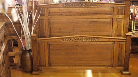 wreath worm wood bed   rustic gallery  san antonio