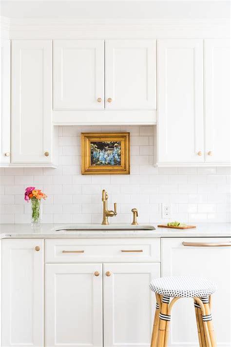 gold kitchen cabinet hardware white shaker kitchen cabinets with gold hardware