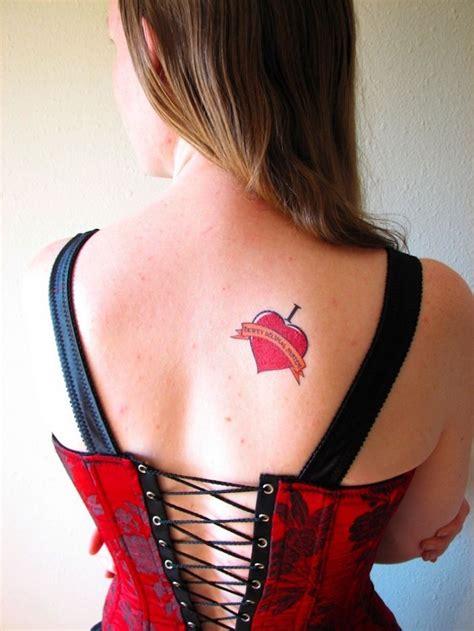 idees tatouage omoplate homme femme en  idees
