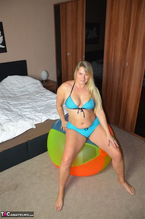 hot mature sweet susi sprawls naked on her exercise ball showing big fatty ass