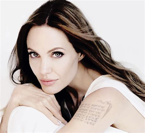 Angelina Jolie Efface Ses Tatouages Liés À Brad Pitt