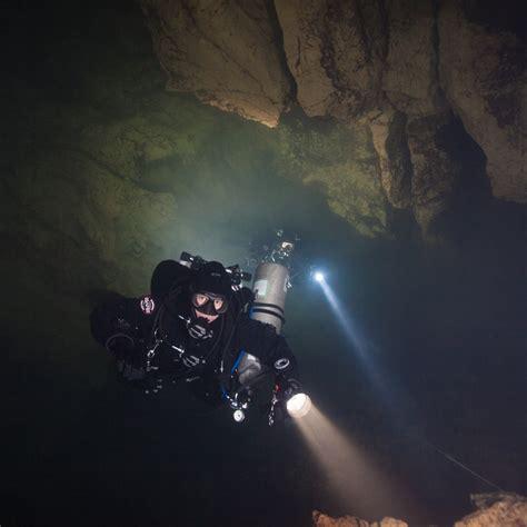 choosing  perfect dive light part  types  lights