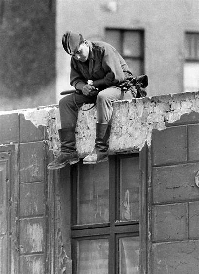 Berlin Fall Escape West Walls 1989 During