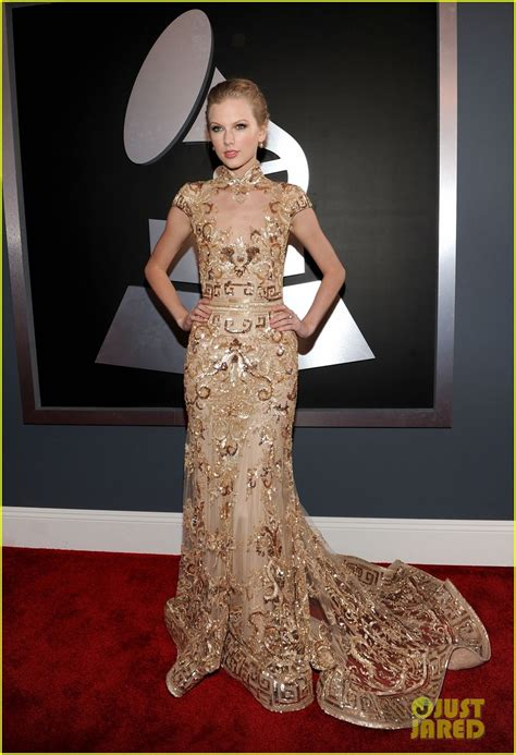 taylor swift grammys  red carpet photo