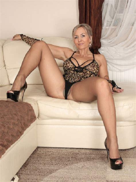 188 a milf mom wife mature granny high heels pantyhose