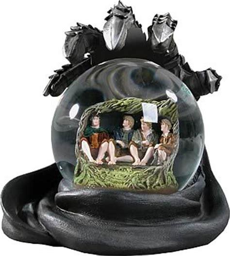 LOTR Hobbits in Hiding Snow Globe - NECA - Hobbit / Lord