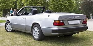 Mercedes W124 Cabriolet : file mercedes benz a124 rear wikimedia commons ~ Maxctalentgroup.com Avis de Voitures