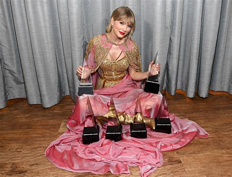 Is Taylor Swift Performing at the 2020 American Music Awards?
