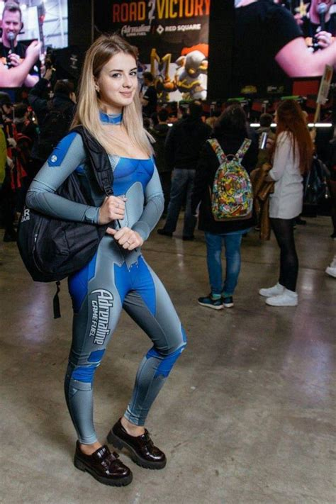 Russian Gaming Festival Has Some Pretty Hot Gamer Girls Pics