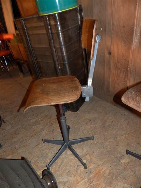 chaise d atelier chaises industrielles ancienne métal bois décapées