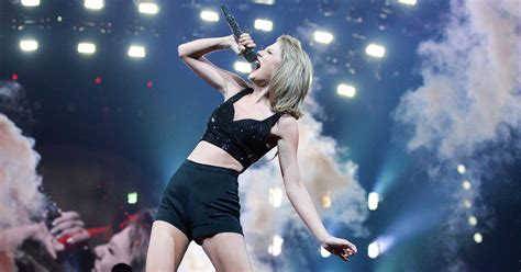 Live Review: Taylor Swift Is the Cheer Captain of the Universe