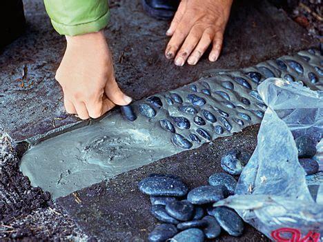 betonplatten selber machen gartenwege gestalten gartenweg selbermachen das
