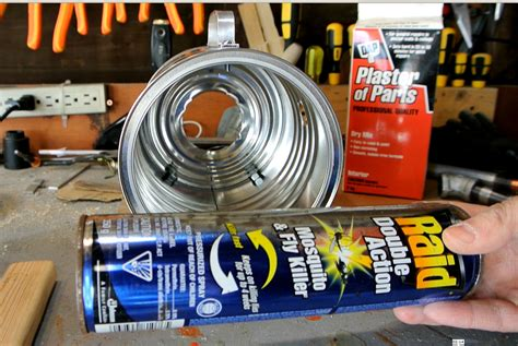 Here i make a propane gas forge out of a large #10 steel can, and homemade refractory lining and a new burner design. DYI Coffee Can Forge - Andrew W