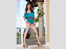 Gorgeous Brunette Aria Amor Has A Pleasurable Vacation
