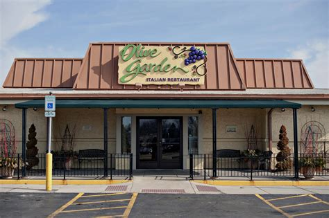 olive garden richmond in darden ceo to step amid olive garden troubles aol