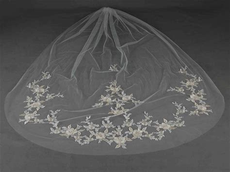 Mariell Stunning Silver And Gold Lace Cathedral Wedding Veil In Ivory On Sale, 17% Off Wedding Bands Montreal In Delhi Pictures Chapels Pigeon Forge Tn Jewellery Updos Black Hair Hairdos With Clips