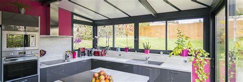 cuisine dans veranda photo une véranda cuisine avec ilôt central akena vérandas
