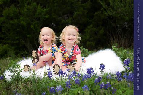 cute austin twins photographer ella bella