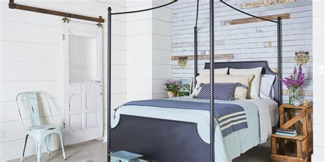 There is a perfect balance between. 24 Creative Bedroom Wall Decor Ideas - How to Decorate Master Bedroom Walls