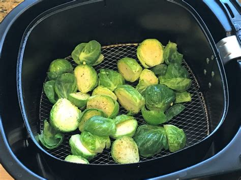 sprouts brussels air fryer crispy garlic powder seasoned pepper salt oven sprout flakes chili toss olive oil certainly optional pipingpotcurry
