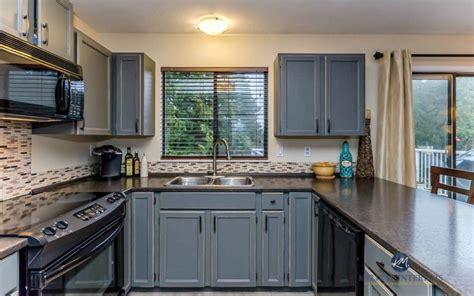oak kitchen cabinets updated  benjamin moore chelsea