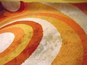 Teppich Gelb Rund : orange gelber teppich der 70er ~ Frokenaadalensverden.com Haus und Dekorationen