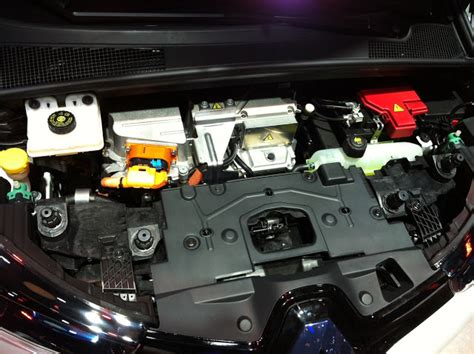 renault zoe engine my e life now renault zoe and its chameleon charger