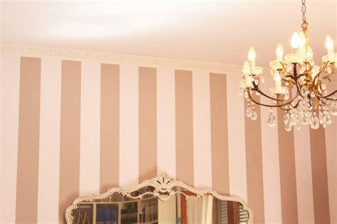 Come pitturare una parete a righe Confortevole soggiorno nella casa