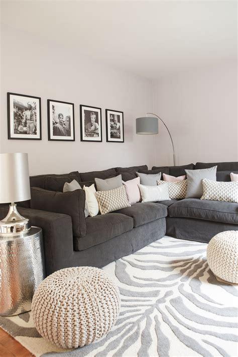 Sofa Mit Kissen Dekorieren by Tipps Und Tricks F 252 R Sofa Styles Macht Es Euch Wohnlich At