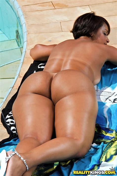 Lascivious brazilian MILF showing her sexy curves and bikini tan lines - PornPics.com