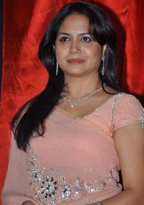 telugu singer sunitha latest images actresshot pics