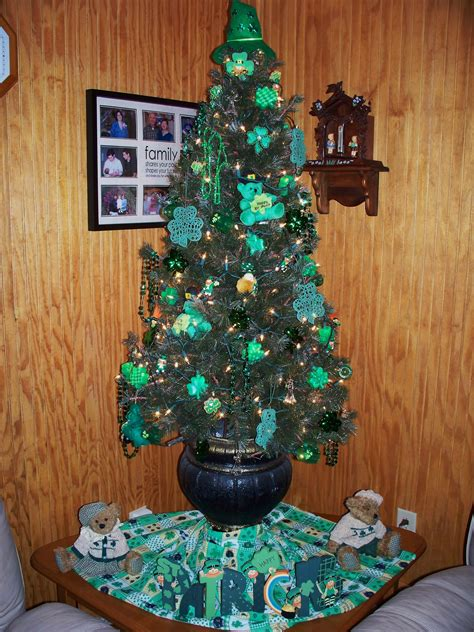 thoughts on decorating a tree thoughts on st s day friday giveaway tree decor st s day