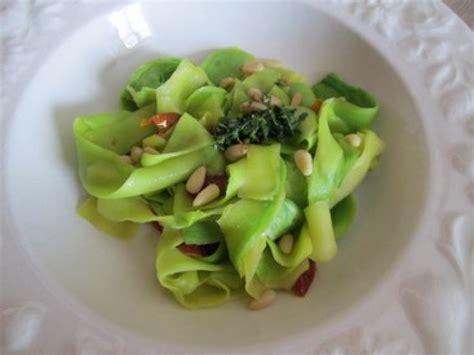 cuisiner une courgette les tagliatelles de courgette une recette facile