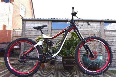 Giant Downhill Mountain Bike