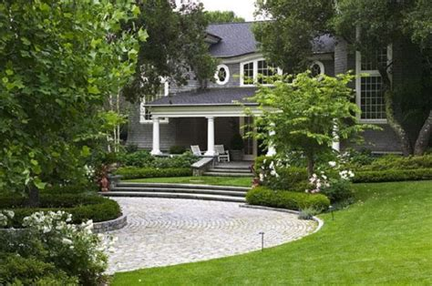 landscaping ideas for circular driveway driveway designs on pinterest driveway design circular driveway and driveways